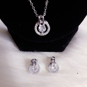 Jewelry - 💎 Rhinestone Necklace and Earrings Set